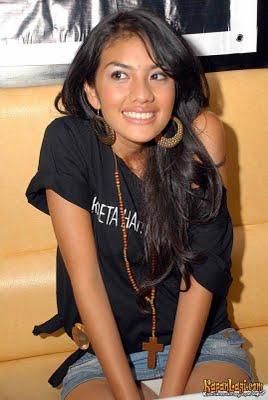 Kelihatan Cdnya » foto artis indonesia kelihatan celana dalamnya